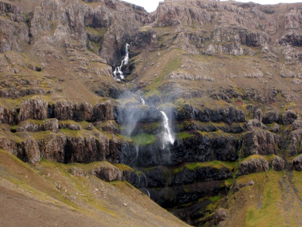 4 Wind-denying waterfall